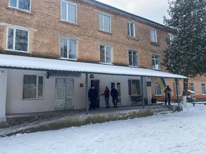 Женщина находится в Дубровицкой больнице.