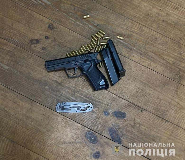 Поліція знайшла зброю і гранати.