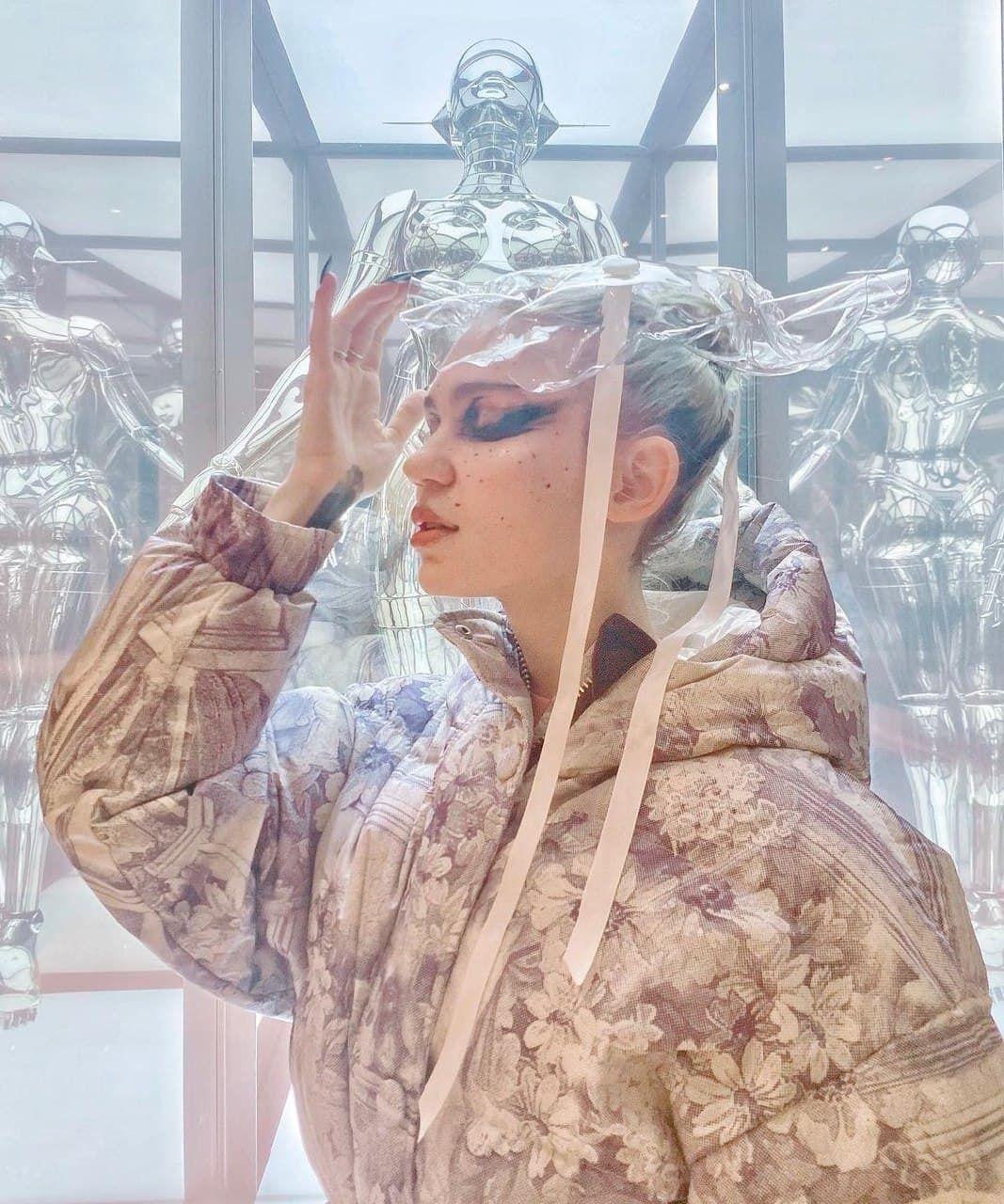 Дівчина Ілона Маска позувала в речах українського бренду.