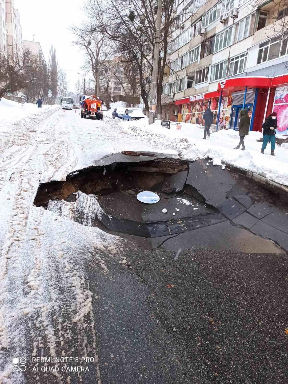 Аварія сталася на перетині вулиць Петропавлівська та Захарівська.