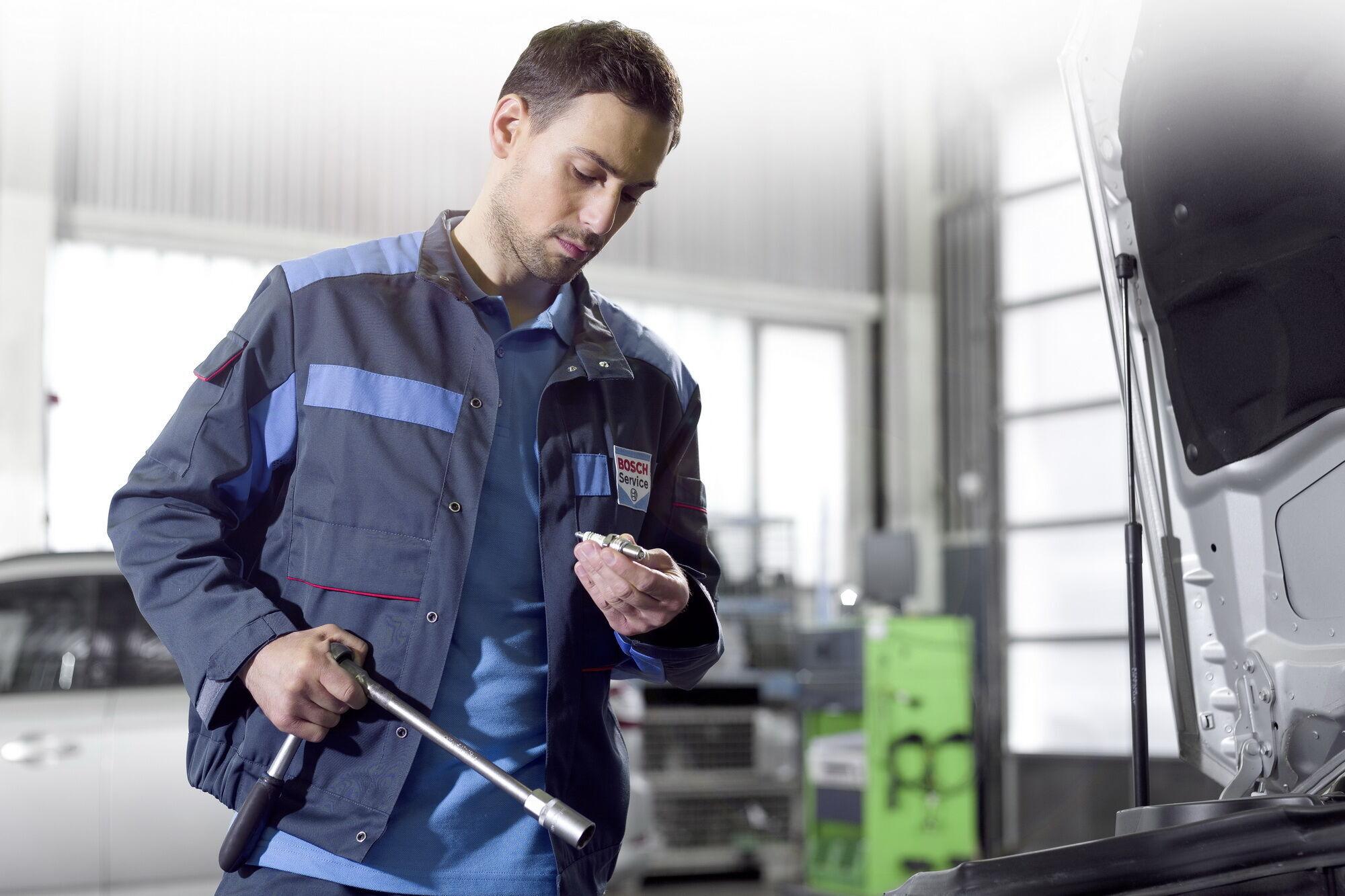 Інтервали заміни свічок запалювання можна знайти у керівництві по експлуатації автомобіля