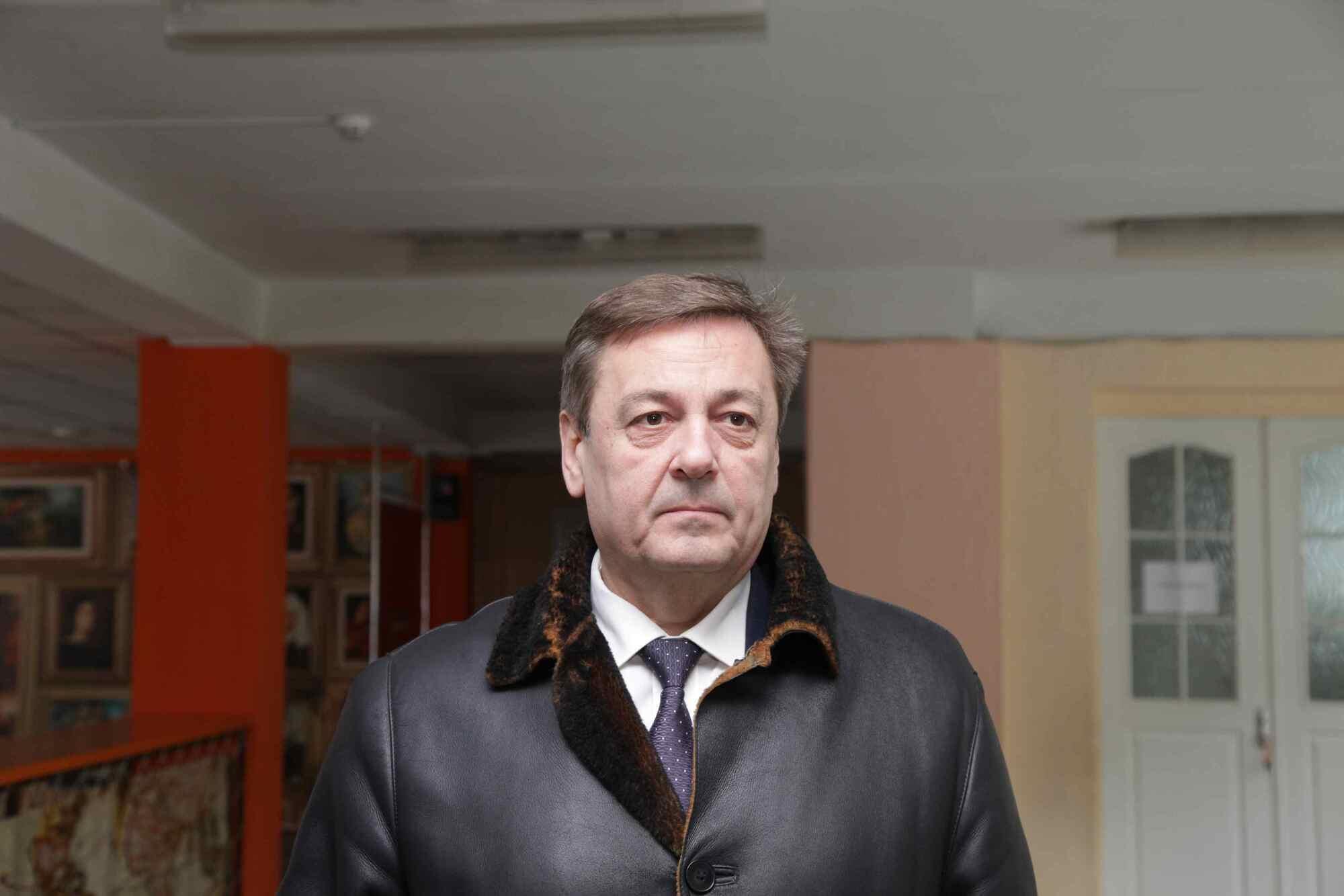 И. о. начальника отдела технического надзора при департаменте гуманитарной политики городского совета Александр Аджимян рассказал о причинах реконструкции школы