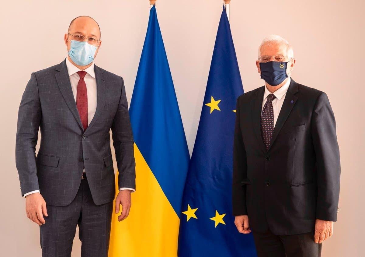 Денис Шмигаль і Жозеп Боррель.