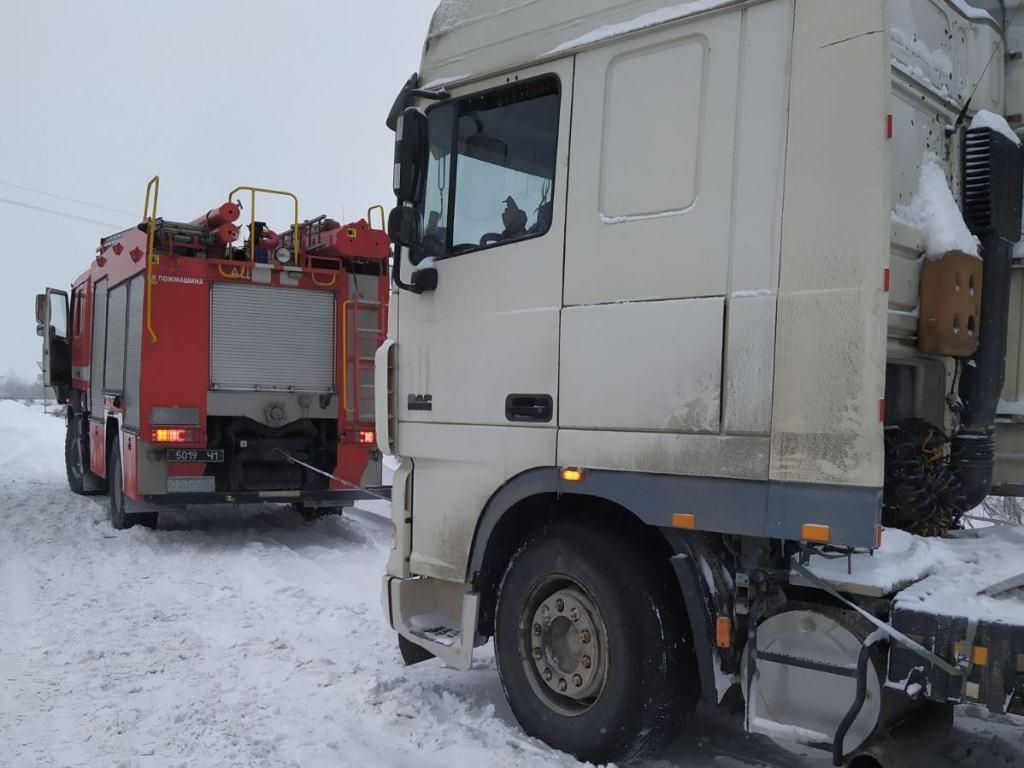 Спасатели оказали помощь водителям 41 автомобиля