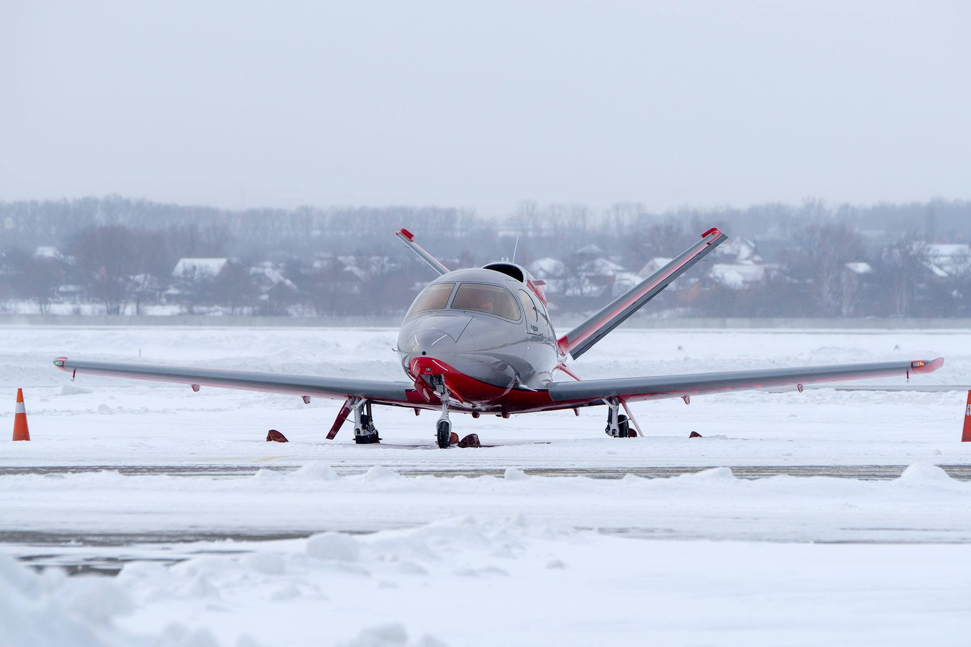 В аэропорту Киева заметили самый маленький реактивный самолет в мире.