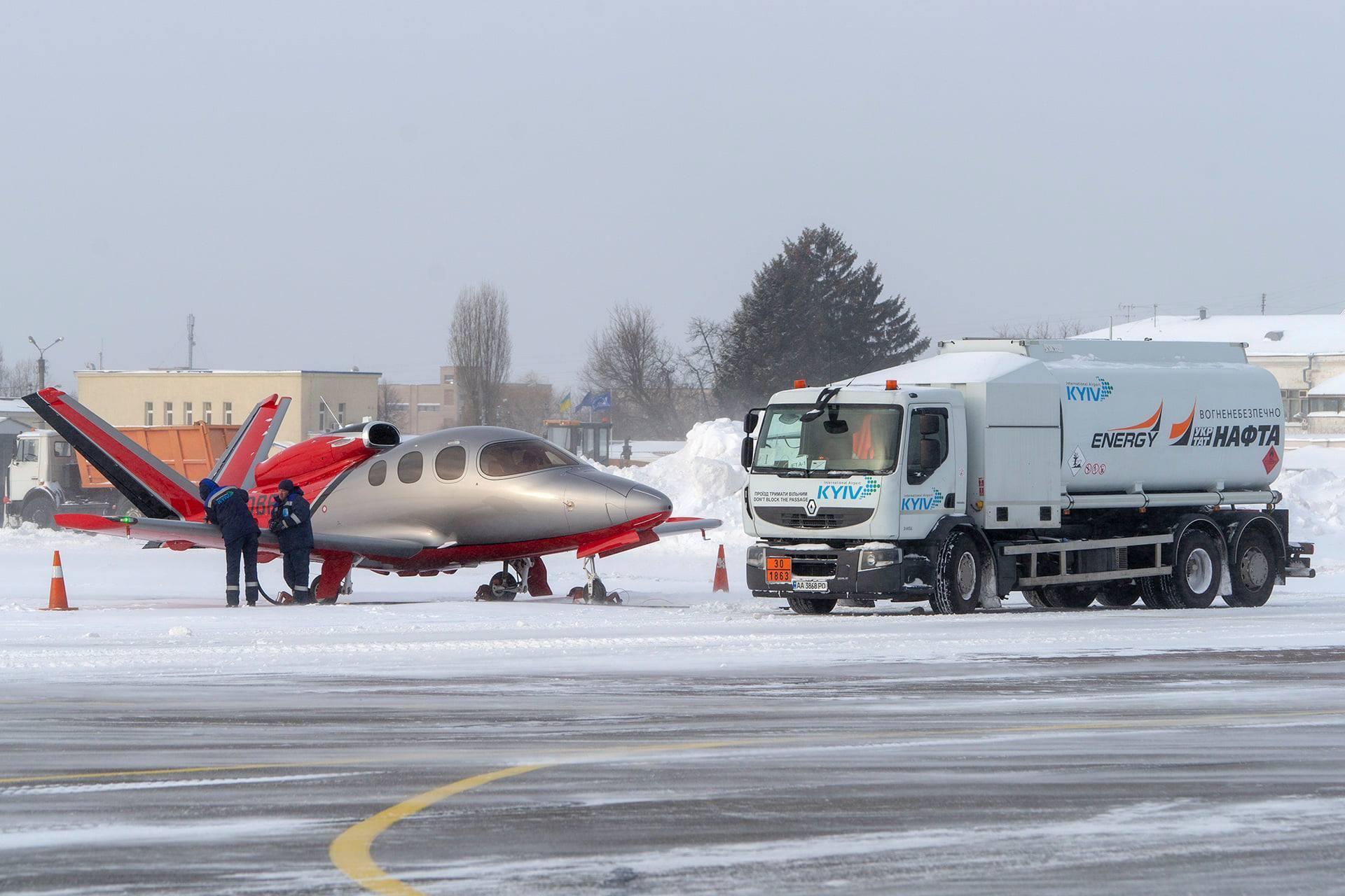 Он рассчитан на 6 пассажиров и пилота.