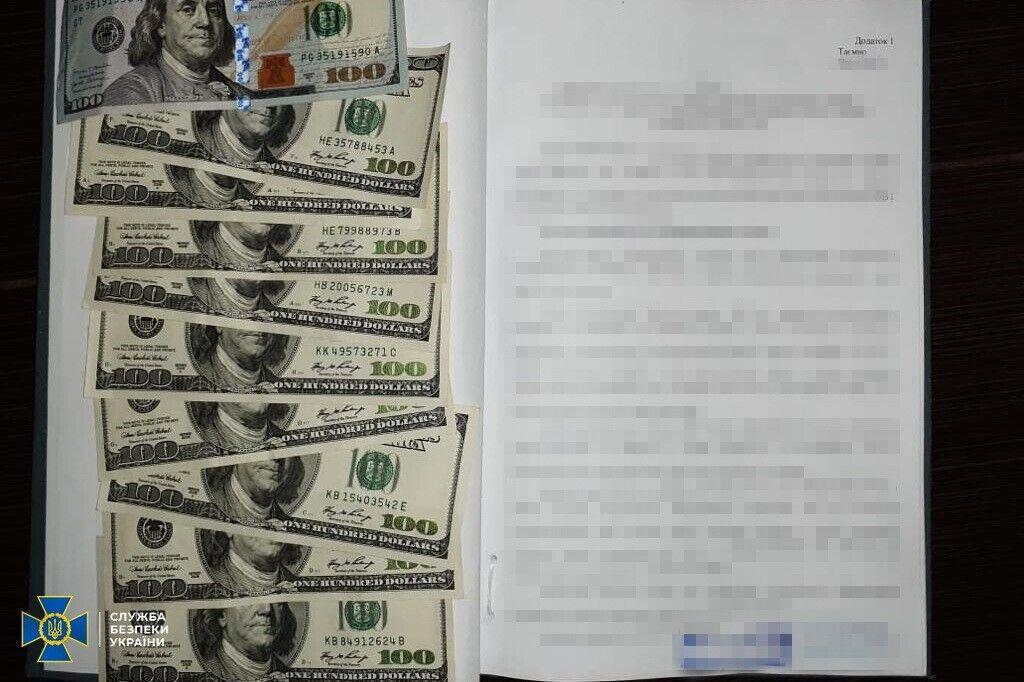 Документи та гроші, які отримали агенти ФСБ