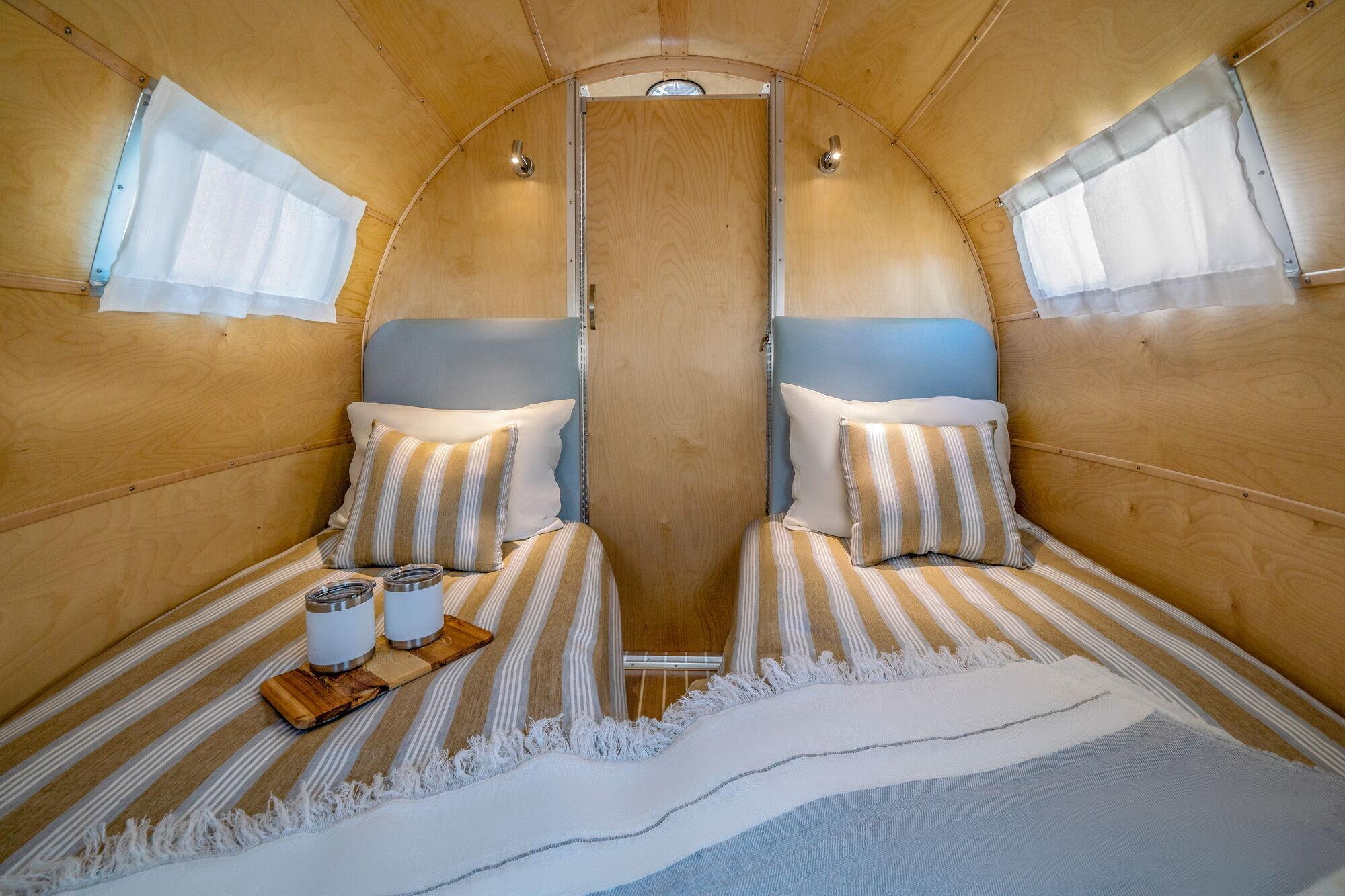 Салон передбачає наявність 4 спальних місць