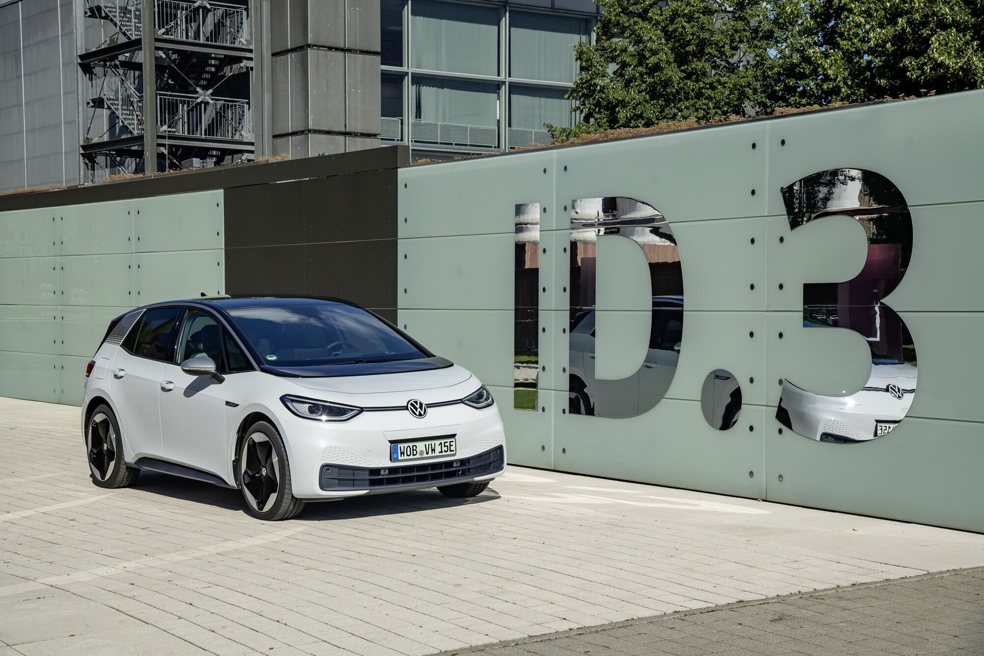В декабре в Германии дебютировал ID.3 Pro с мотором мощностью 145 л.с. и батареей на 58 кВтч