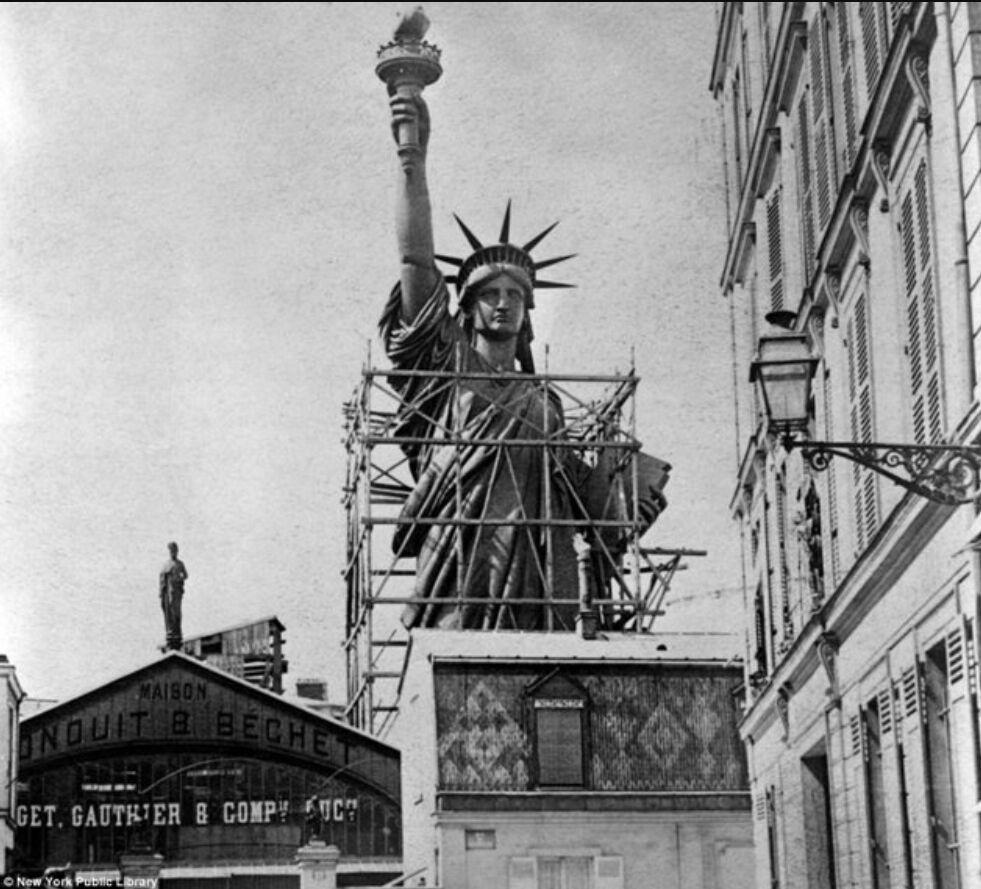 Статуя Свободы в Париже в конце 19 века