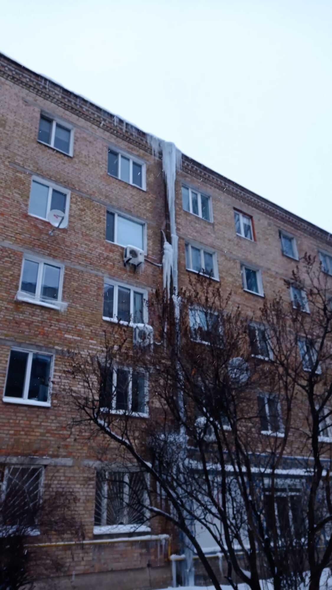 Опасные сосульки в Киеве