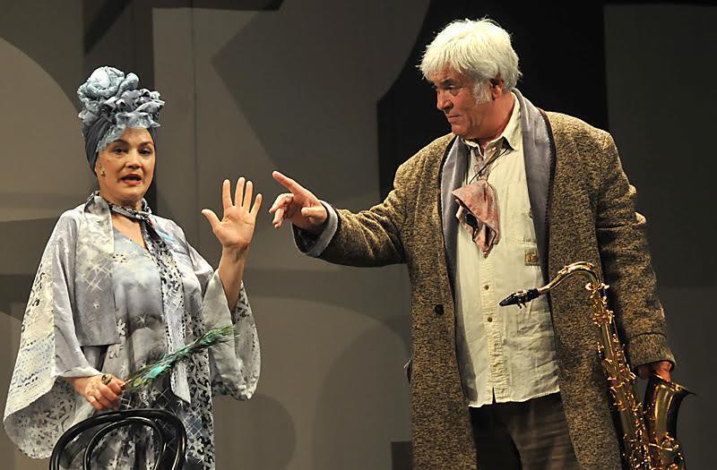 Наталья Сумская с супругом в спектакле.