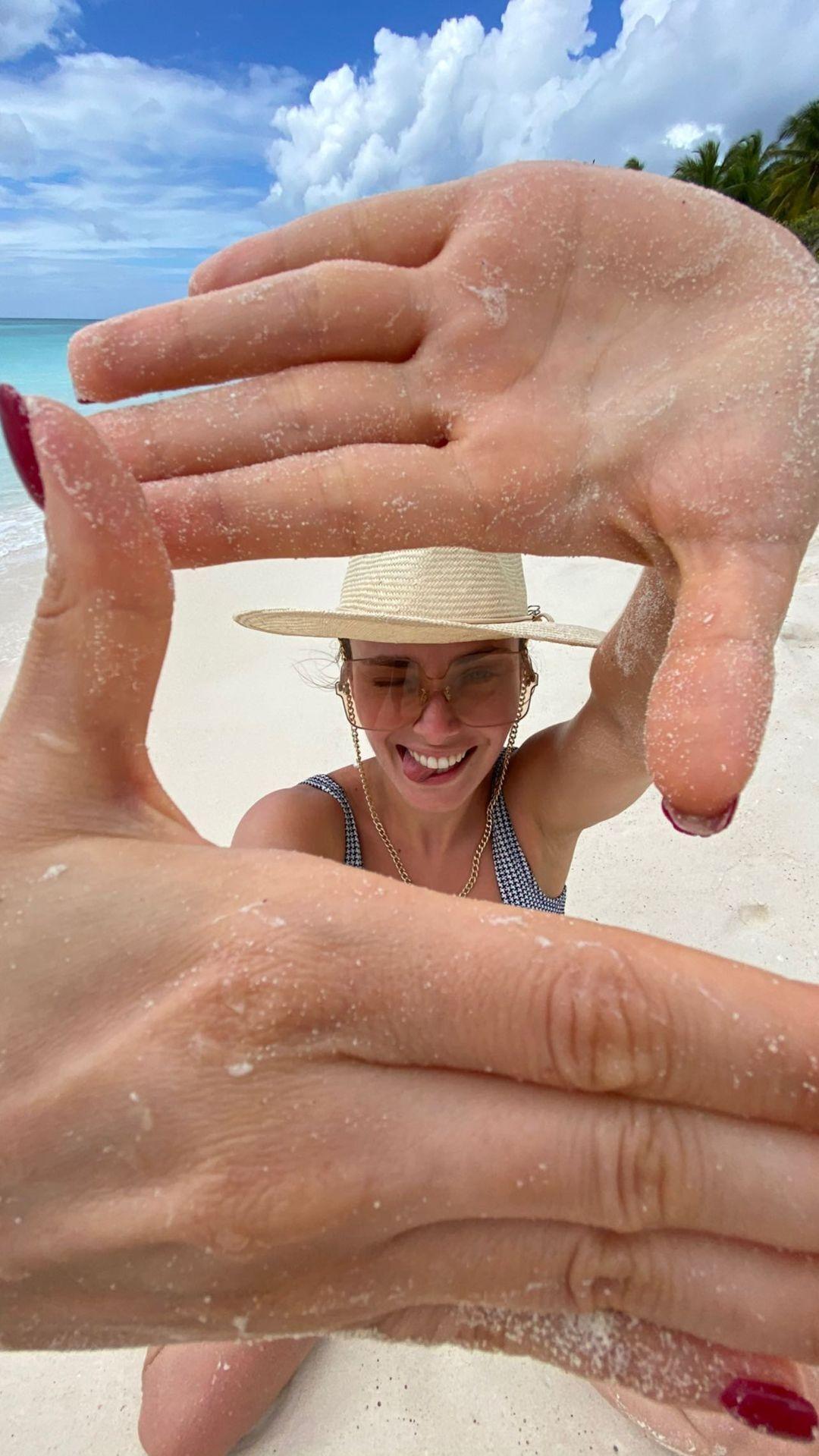 Ксения Мишина на пляже в Доминикане .