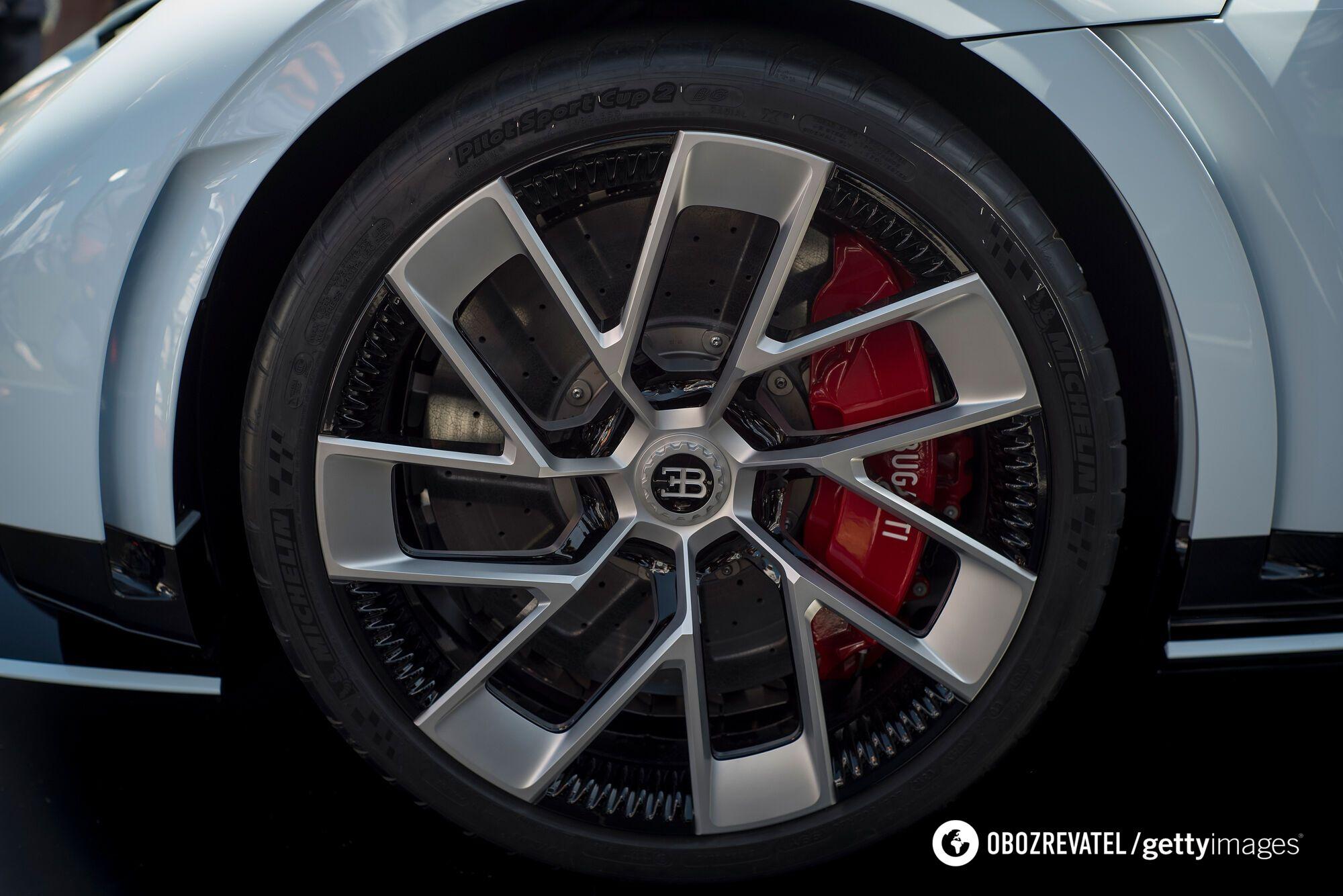 Максимальна швидкість Bugatti Centodieci – 380 км / год