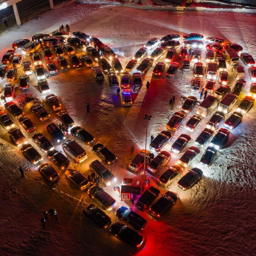 Валентинка из автомобилей в Киеве