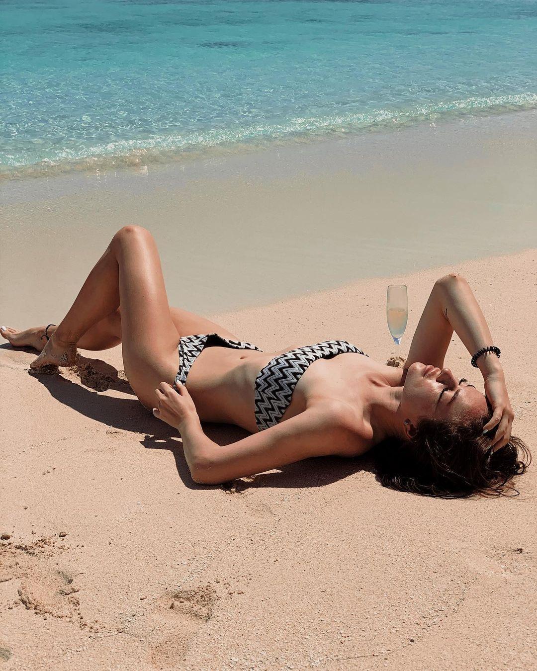 Юлія Скачкова на пляжі