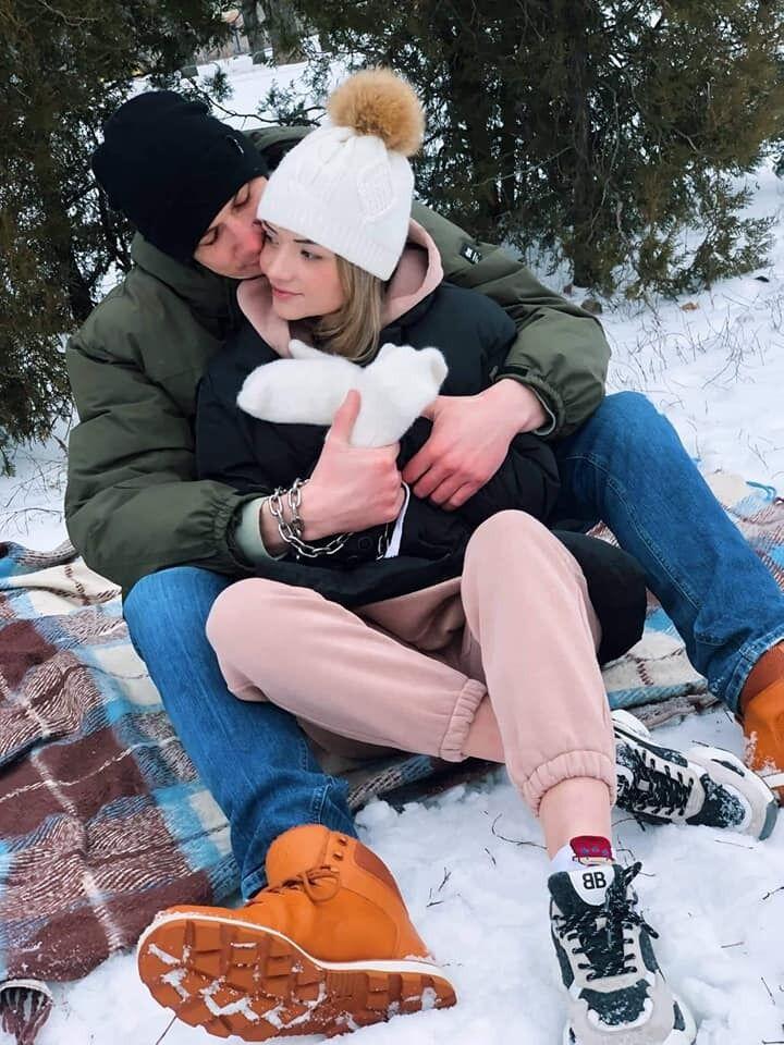 Александр и Вика рассчитывают быть скованными 3 месяца.
