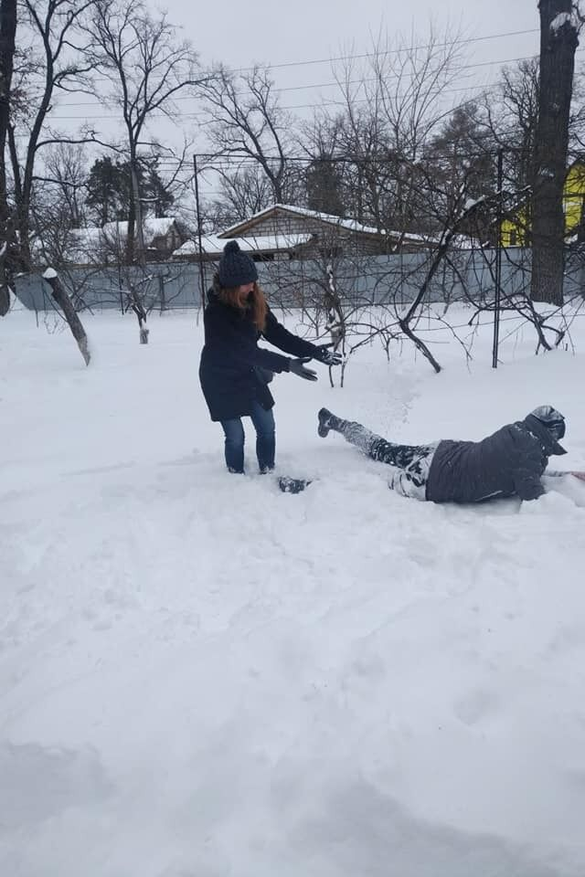 Савченко повалялась в снегу