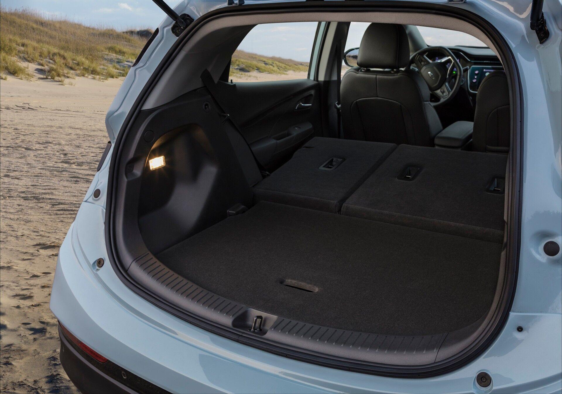 Для багажа в максимальном варианте при сложенных задних сидениях предоставляется до 1614 л