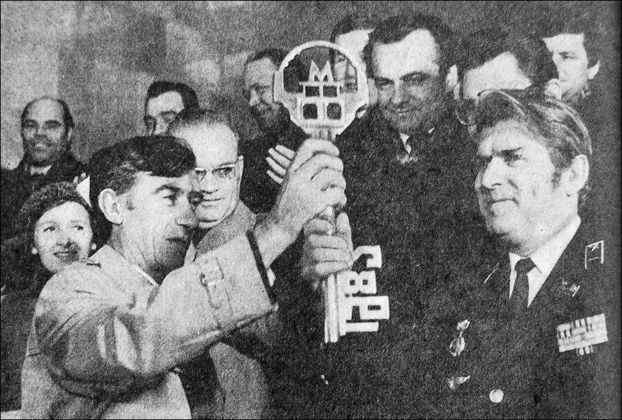 Символічний ключ метрополітену передав бригадир однієї з кращих бригад прохідників.