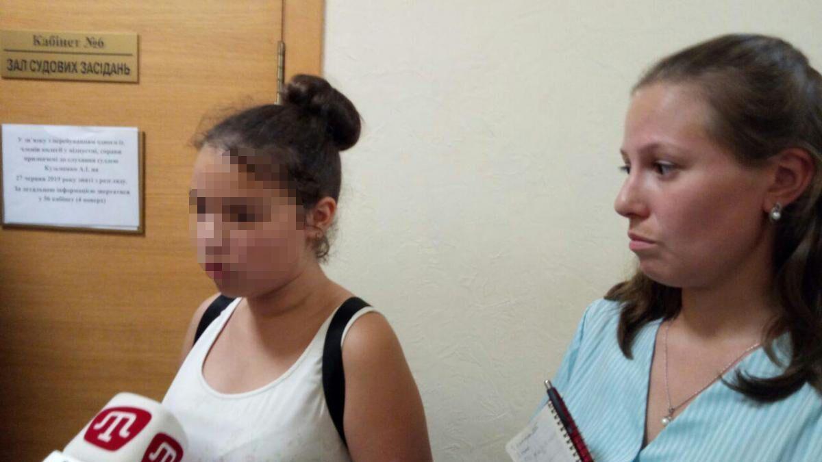 Мама Елена Пиргас с дочкой Юлией, которая выступила против нового украинского правописания