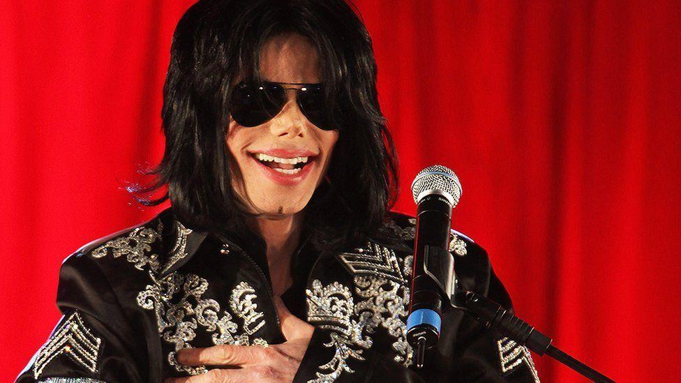Майкл Джексон залишив після смерті борги більш як 350 млн доларів.