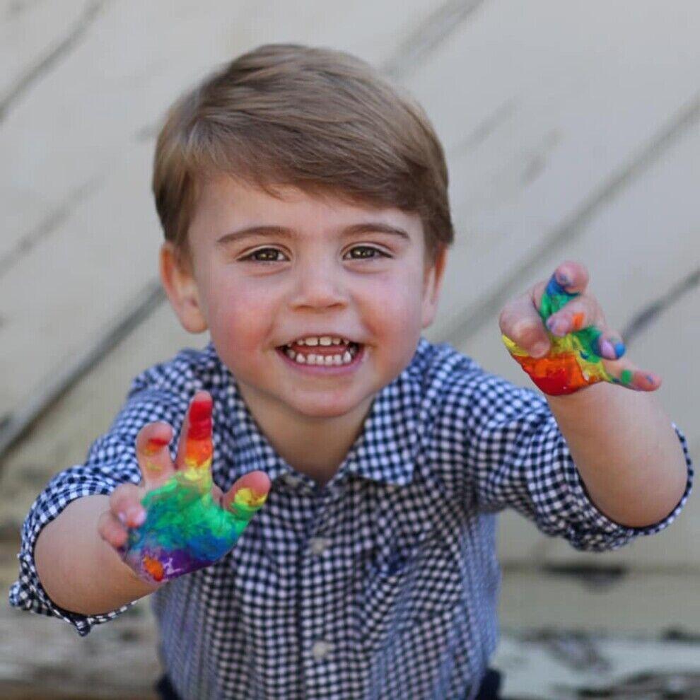Наймолодший член герцогської родини принц Луї позує на своє дворіччя