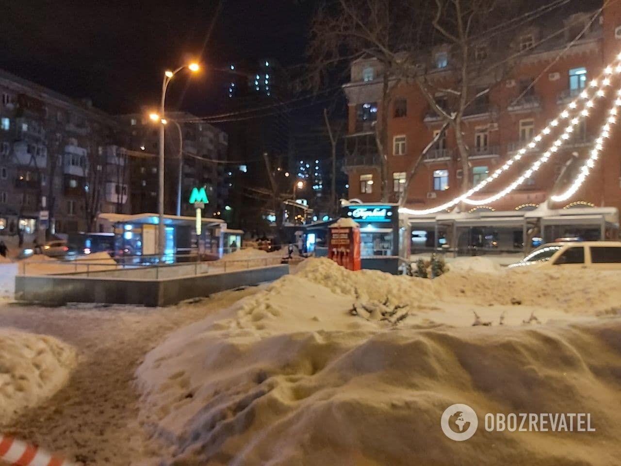 Полиция перекрывала один из входов в метро Кловская.