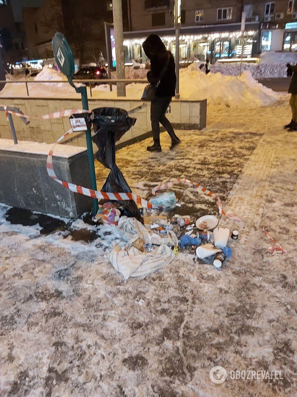 Правоохранители проверяли урну для мусора.