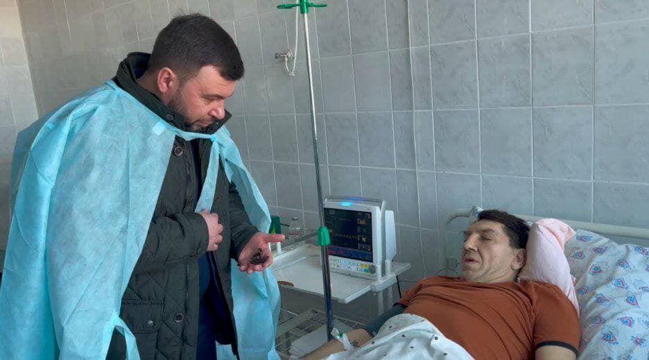 К Попову в больницу пришел Пушилин.