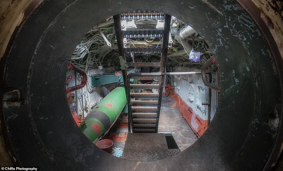 Снимки советской подводной лодки Б-143 класса «Фокстрот».
