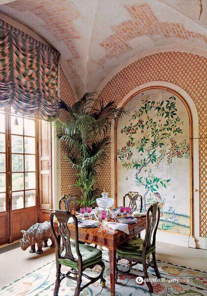 Большинство стен украшены уникальной росписью