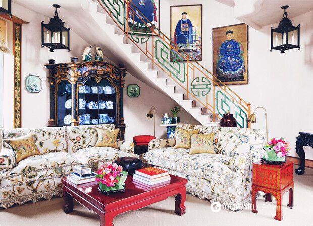 Дом богато декорирован