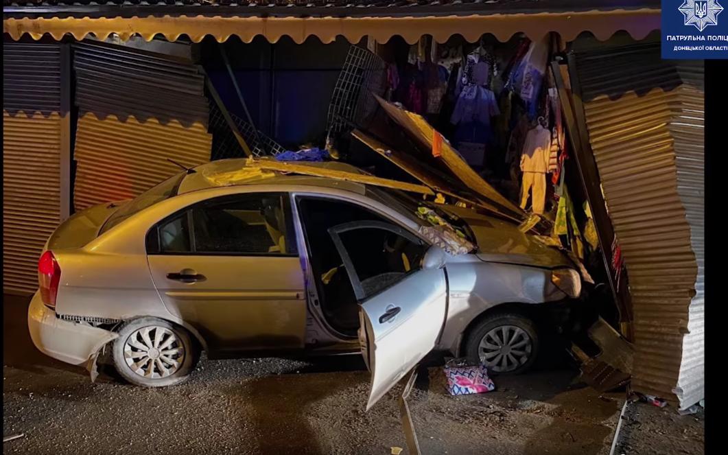 У Маріуполі п'яний водій в'їхав у павільйон.
