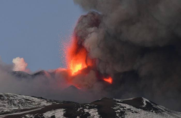 В Италии началось извержение вулкана Этна.