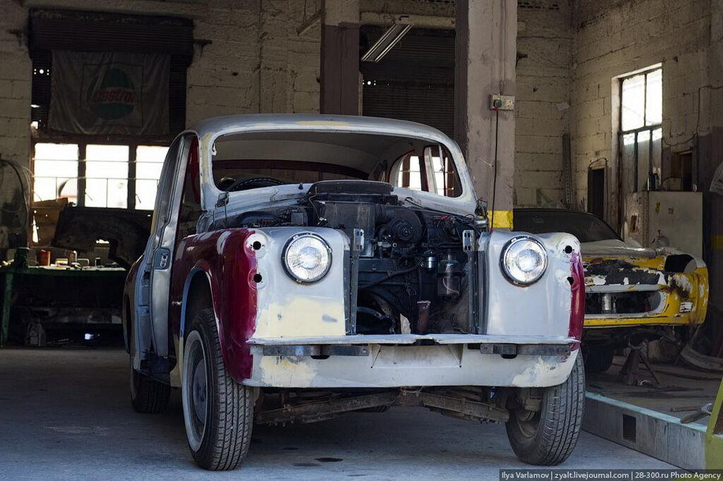 Редкие счастливцы каким-то чудом умудряются вызволить из плена даже целые автомобили для последующей реставрации