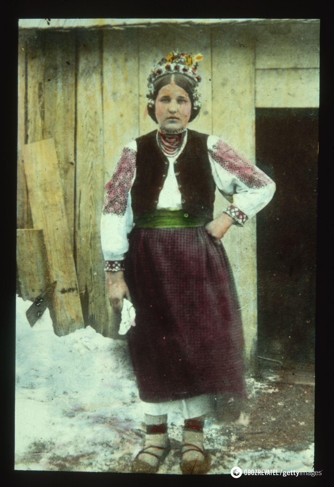 Женщина с Карпат в традиционной свадебной одежде, 1905 год