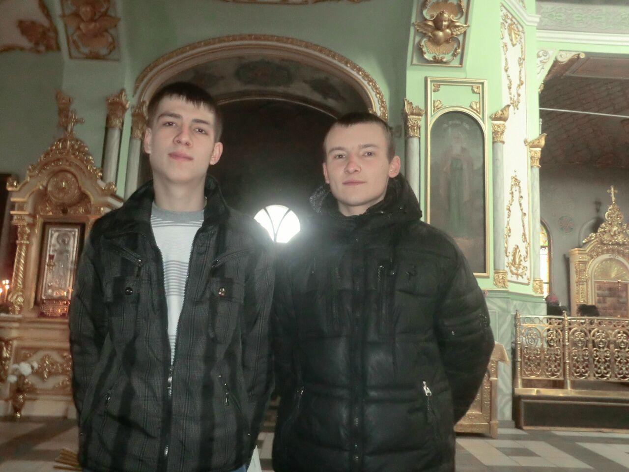 Дмитро Мироненко (ліворуч) зі своїм братом