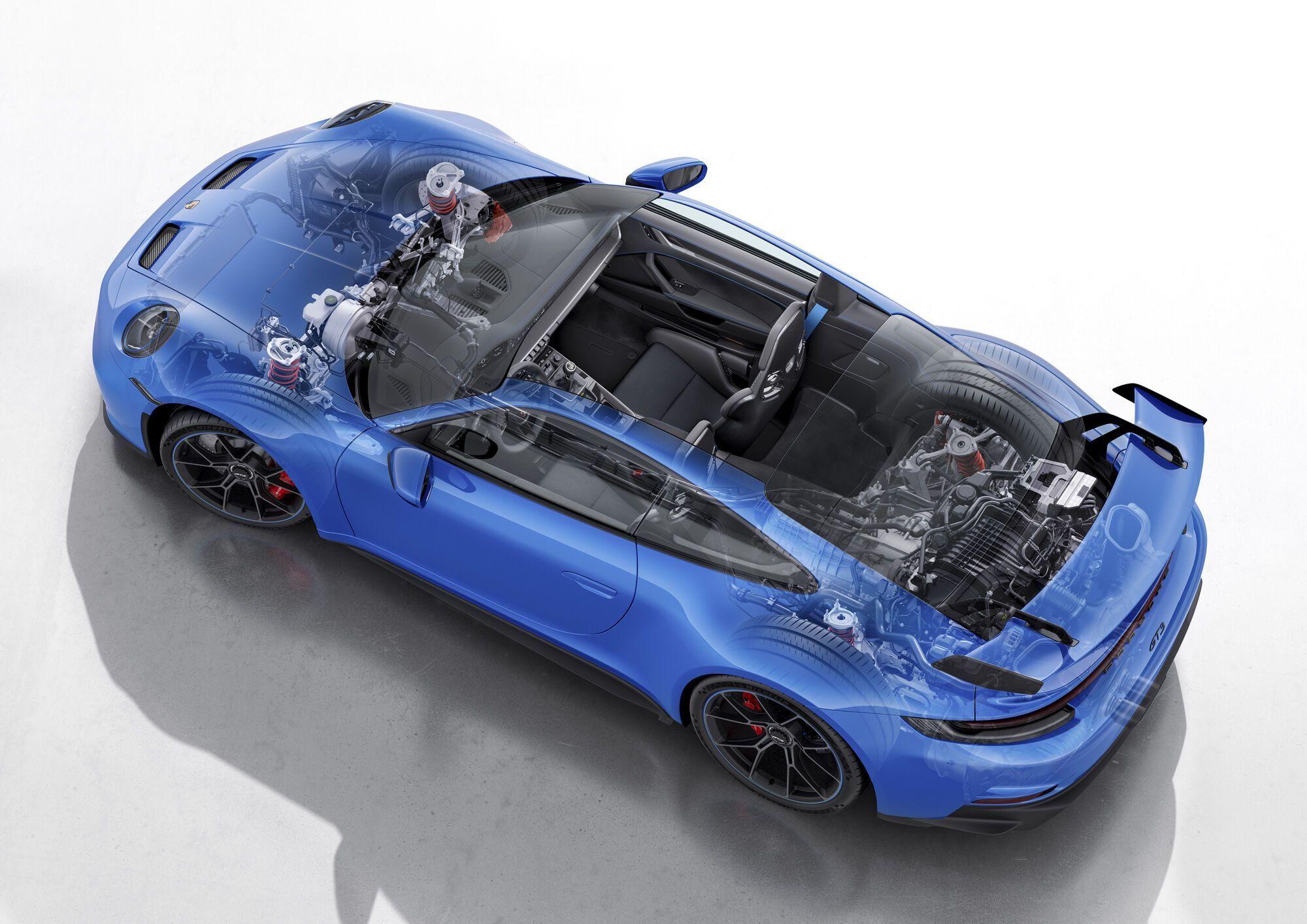 В конструкции кузова нашли применение сталь, алюминий и углеволокно, причем доля карбона в новом 911 GT3 выросла