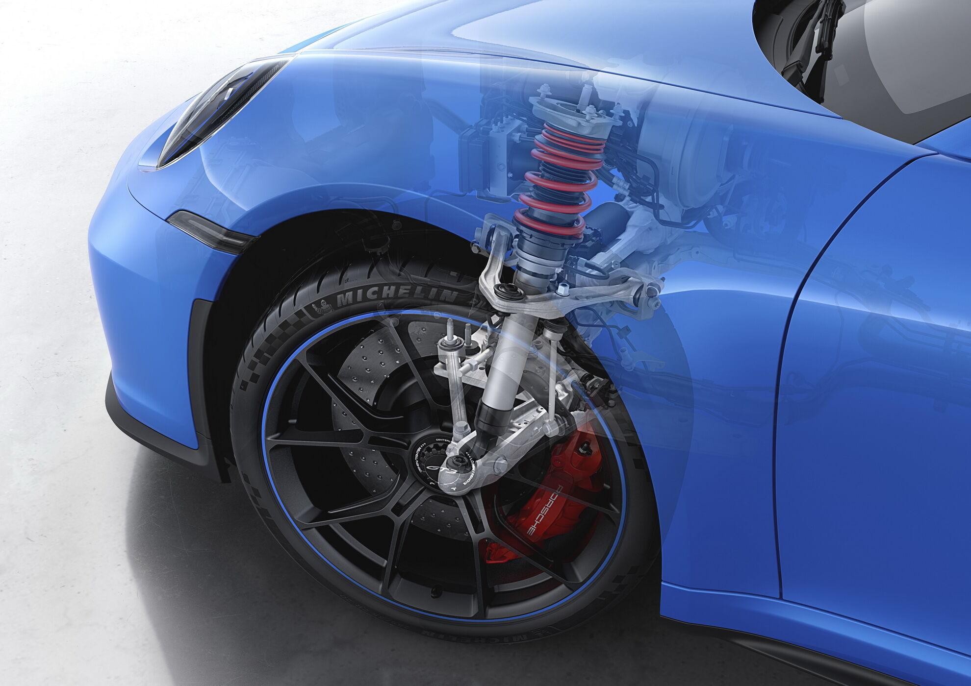 Инженеры компании переработали переднюю двухрычажную подвеску, адаптировав конструкцию победителя Ле-Мана Porsche 911 RSR