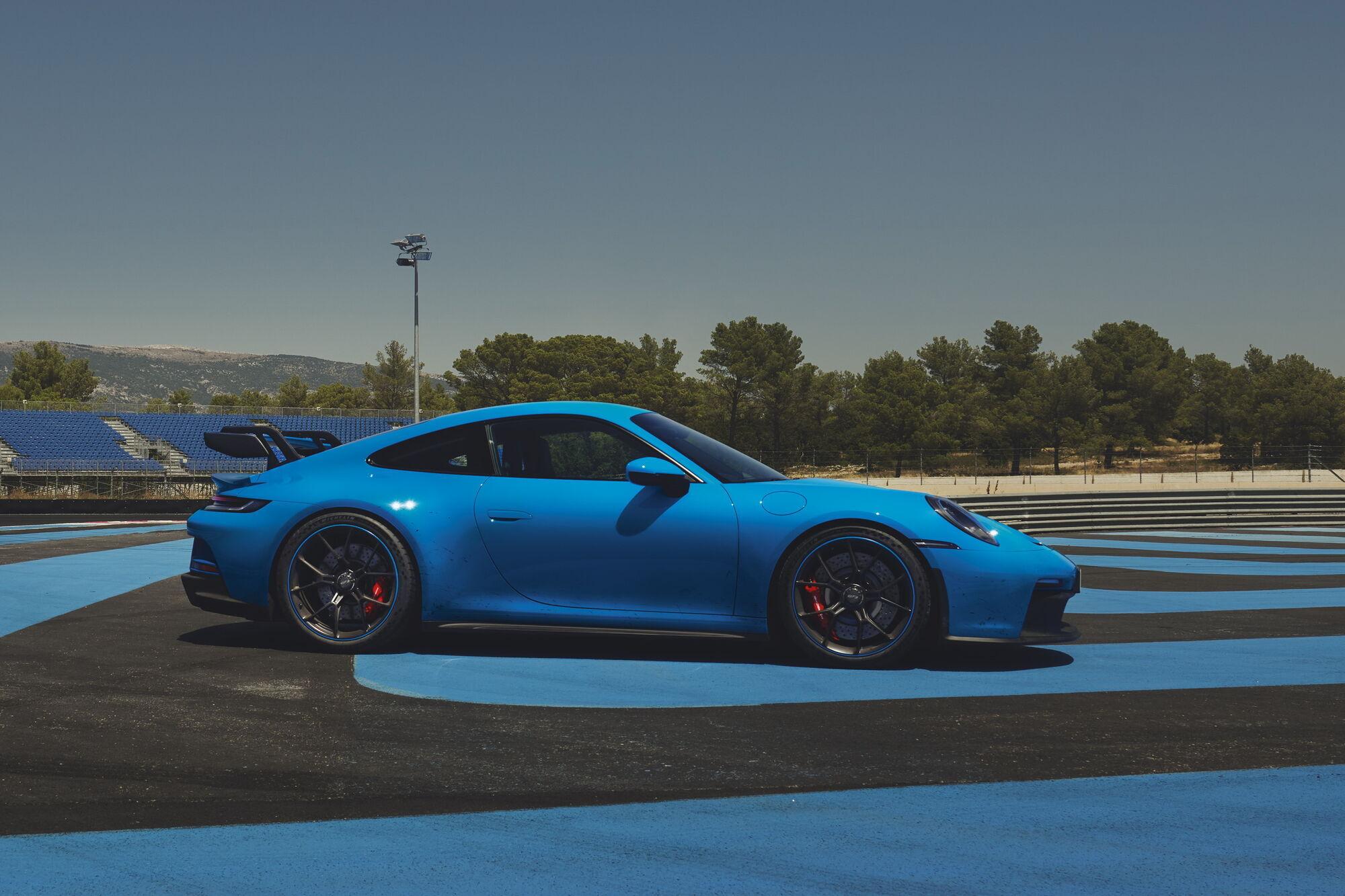 Автомобиль оснащен 4-литровым оппозитным мотором мощностью 510 л.с.
