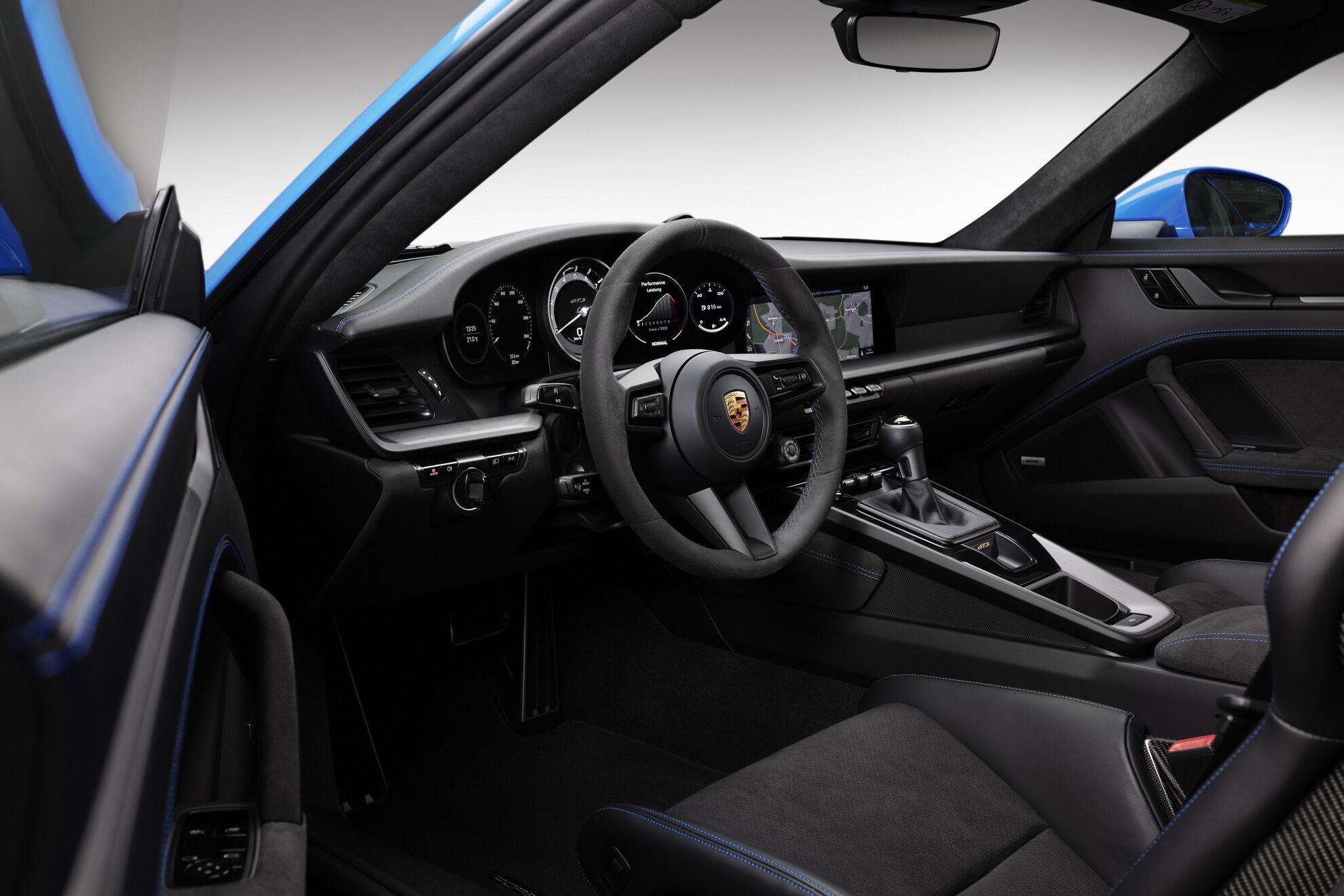 Дизайн салона нового Porsche 911 GT3