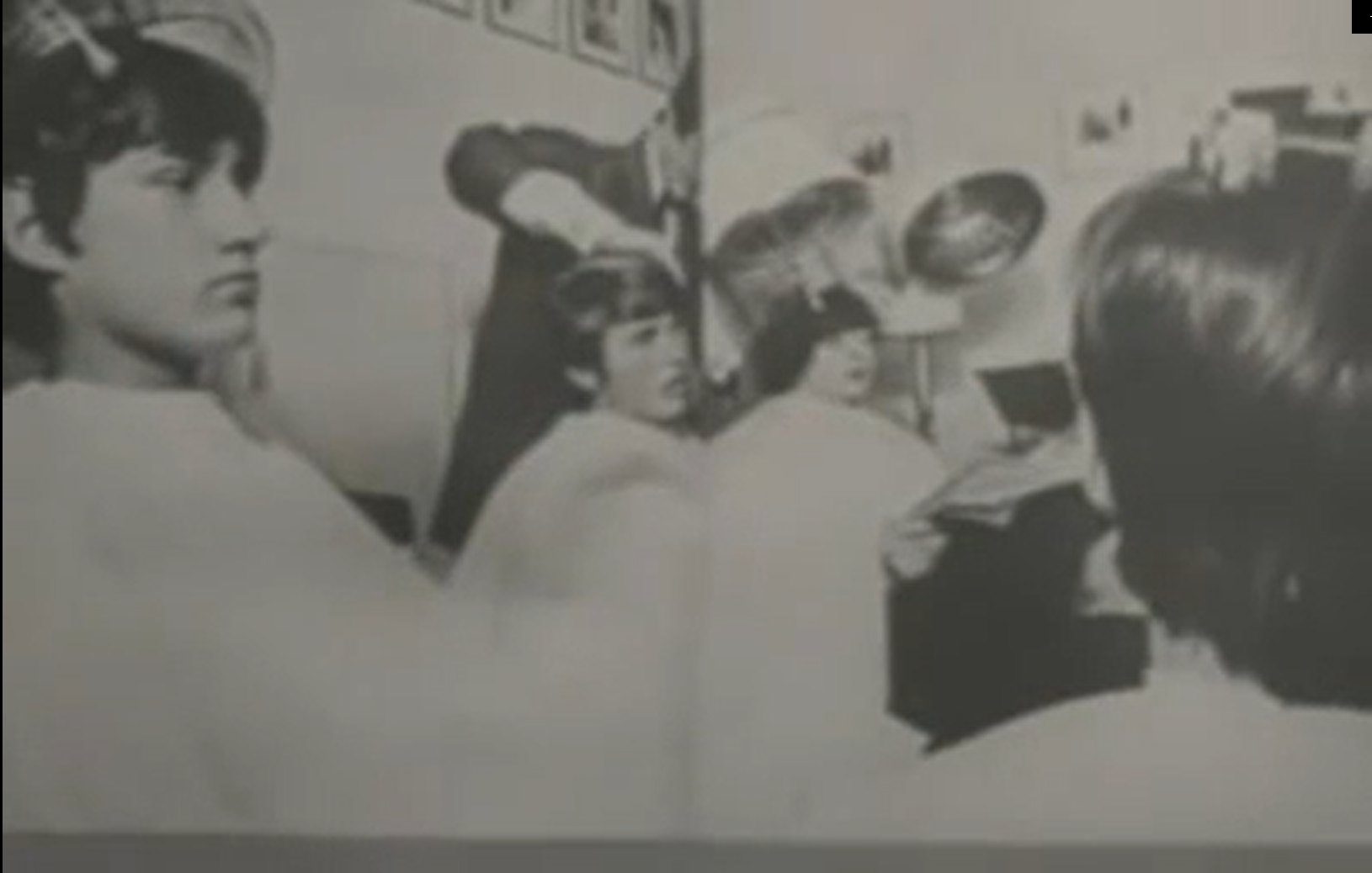 Поклонники делали прически как у The Beatles