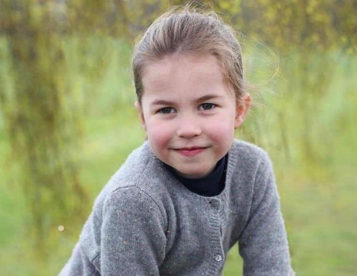 Пятирічна принцеса Шарлотта позує для фотосесії