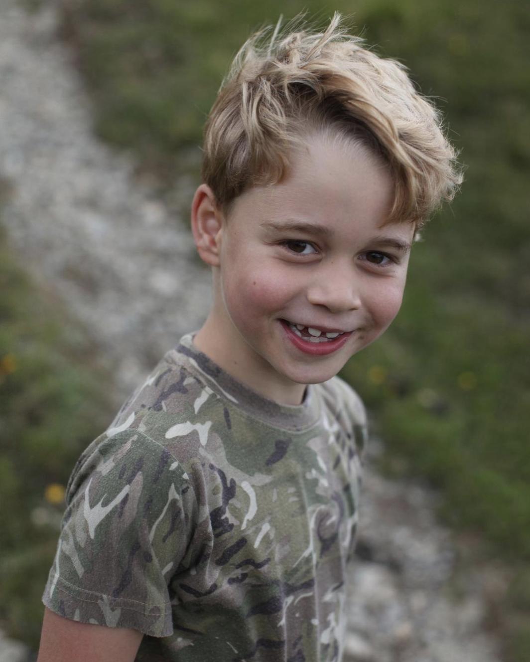 Семирічний первісток принца Вільяма позує для фотосесії.