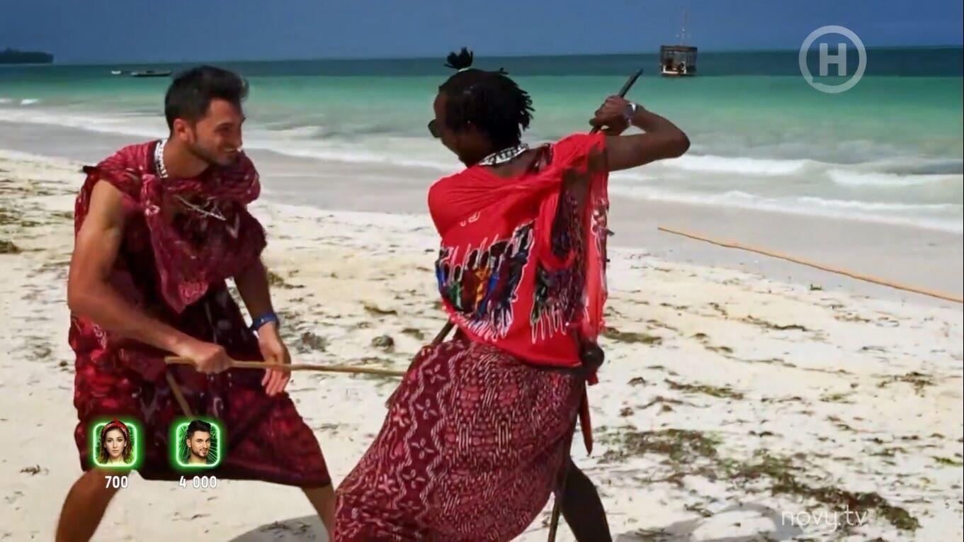 Ведучий побився з африканським племенем.