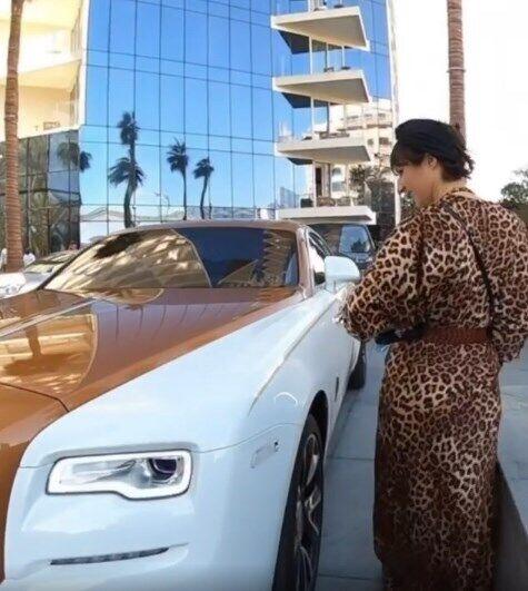 Блогерша Мари Бенолье наткнулась на украинца за рулем Rolls-Royce.