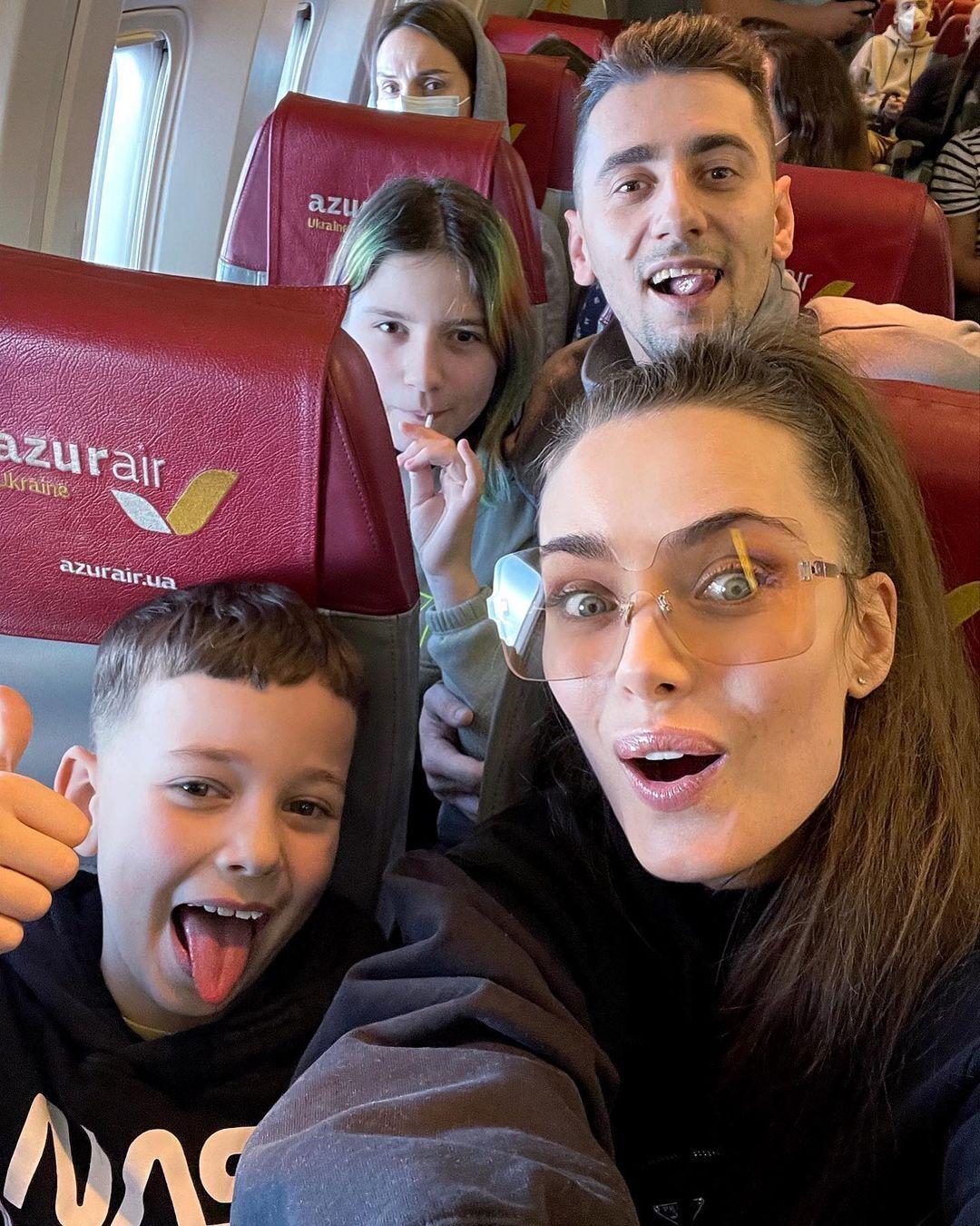 Олександр Еллерт і Ксенія Мішина з дітьми