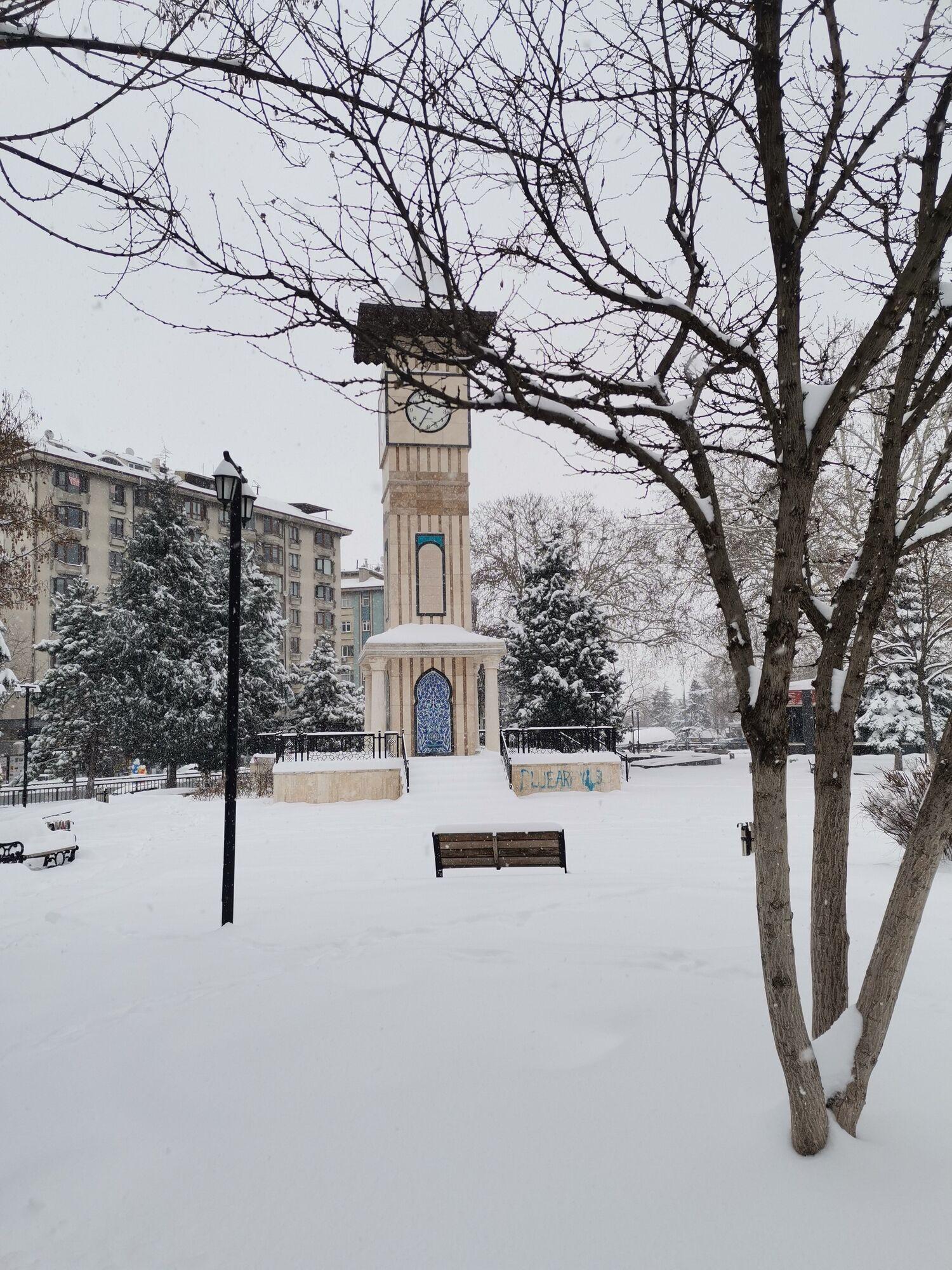 Сніг у місті Кютахья