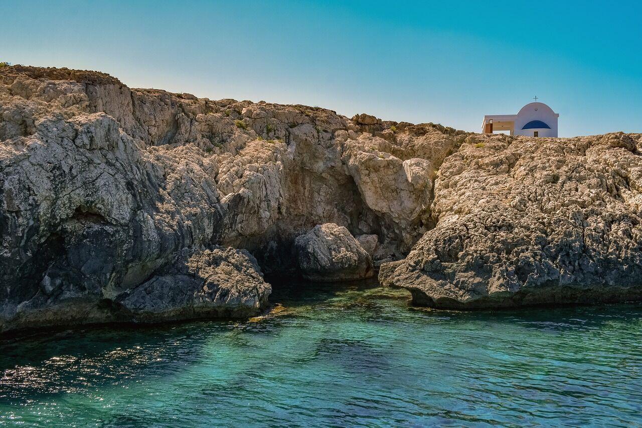 Сонячний Кіпр чекає на туристів з березня 2021 року.